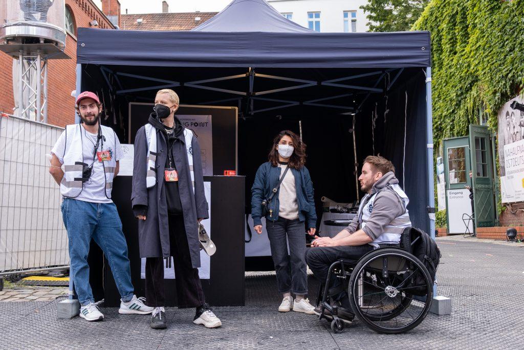 »Pop-Kultur« 2021 – Awareness Team – Photo: Käthe deKoe