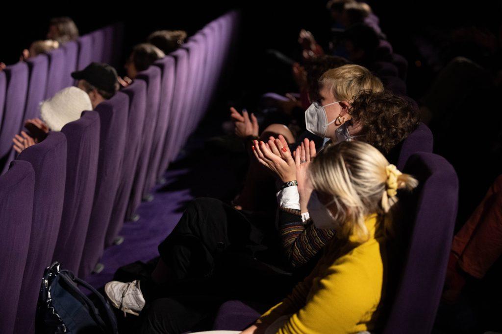 Hengameh Yaghoobifarah: »Ministerium der Träume« / Reading @ Kino in der Kulturbrauerei – Photo: Camille Blake