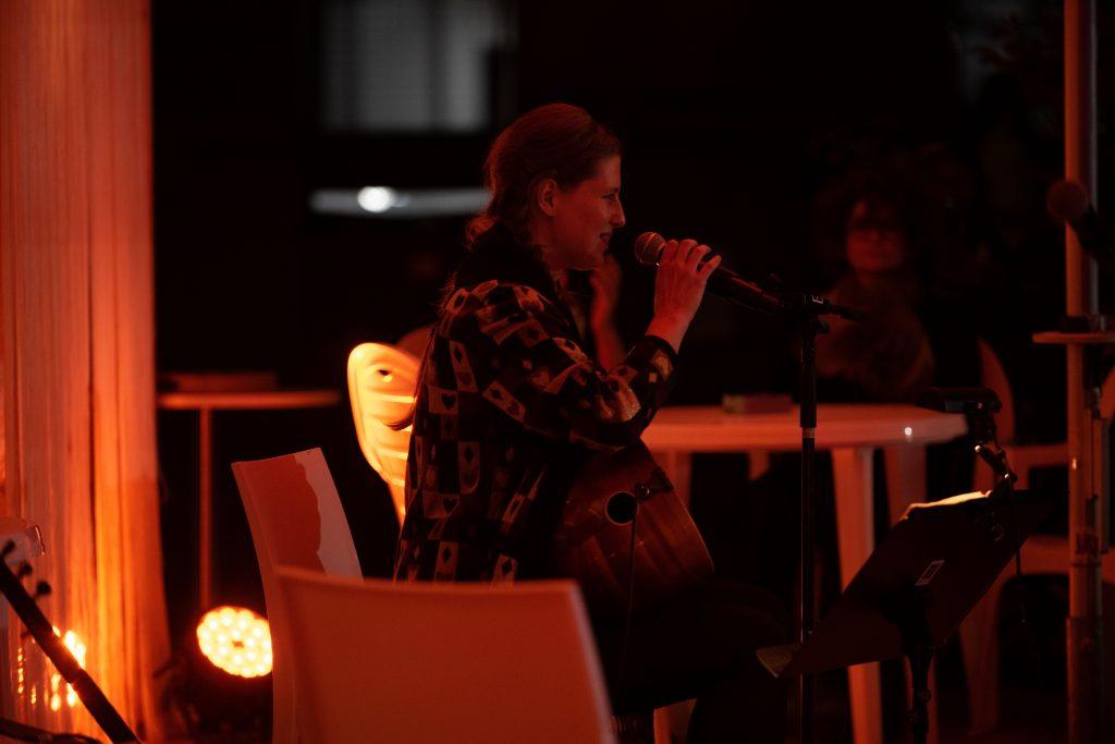 Petra Nachtmanova & Ozan Ata Canani @ Çaystube – Photo: Camille Blake