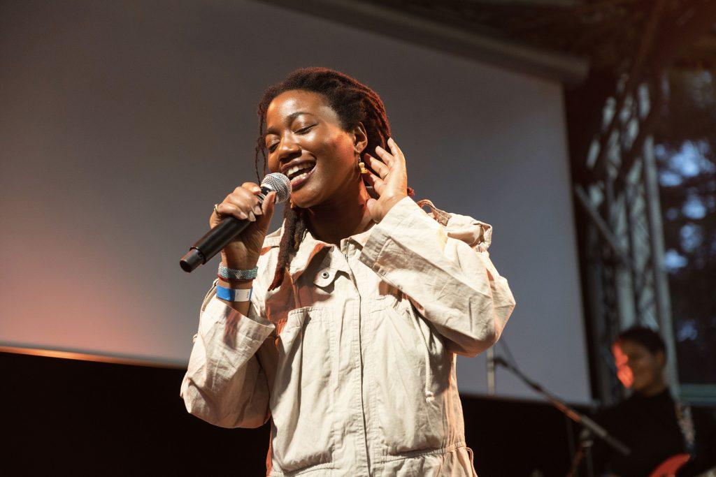 »Poetry Meets« (Mandhla Ndubiwa) @ Frannz Garten – Photo: Dominique Brewing