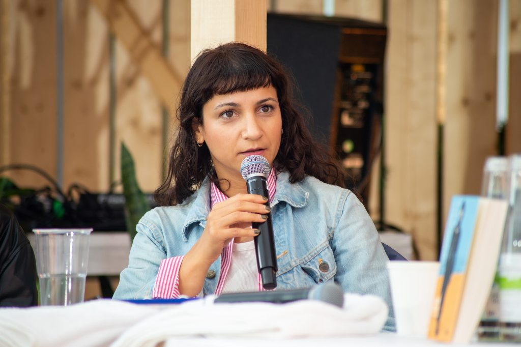 »Semra Ertan – Mein Name ist Ausländer« (Saki Aslan) / Reading & Talk @ Çaystube – Photo: Käthe deKoe