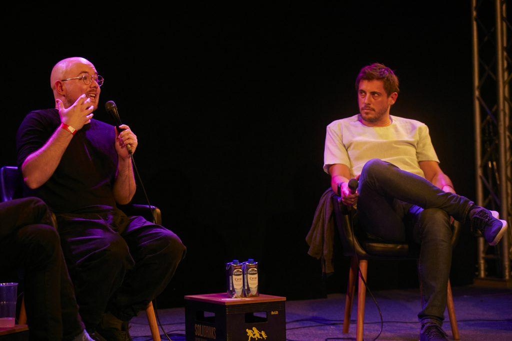 »The Streaming Economy: Is There No Alternative?« (Mat Dryhurst, Benjamin Lebrave) / Talk @ Frannz Club – Photo: Phillip Zwanzig